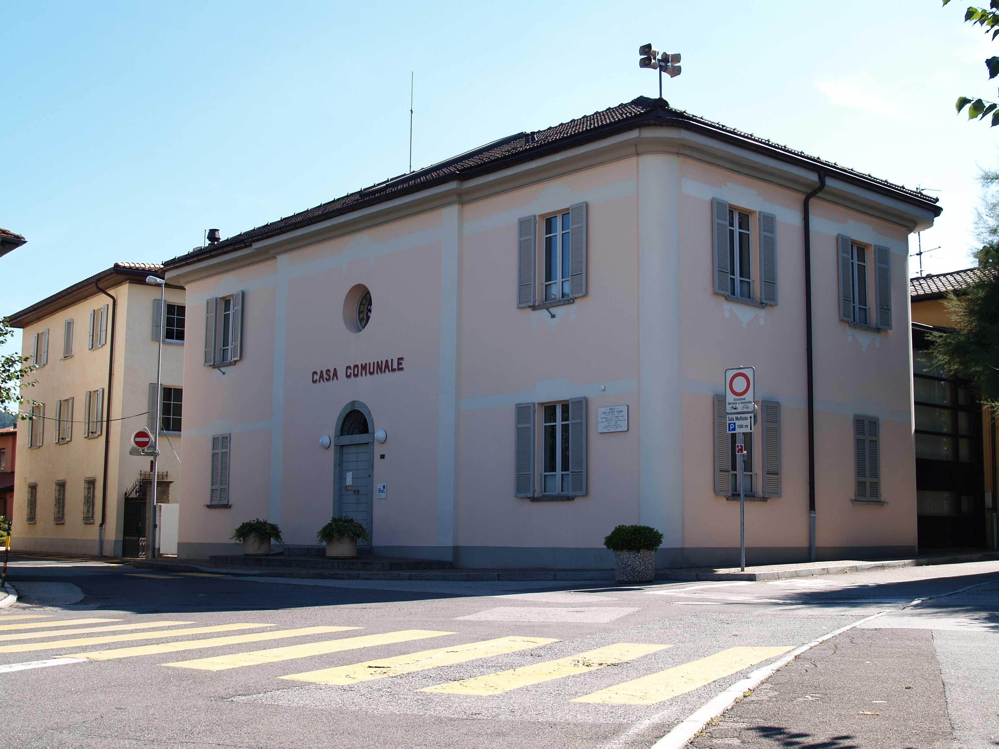 Edifici pubblici o di utilit pubblica for Casa comunale